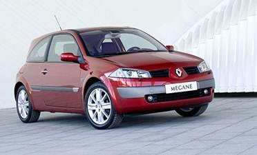 Для городского автомобиля гольф-класса смелый авангардный дизайн — то, что нужно. В Европе Renault Megane II мгновенно стал самым продаваемым автомобилем в классе.